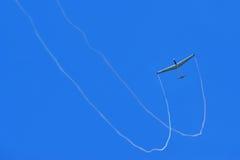 Einzelnes Flugzeug   Lizenzfreies Stockfoto