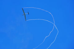Einzelnes Flugzeug   Lizenzfreie Stockfotografie