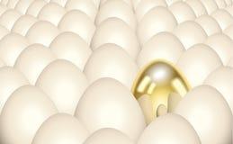 Einzelnes goldenes Ei stockfotografie