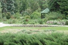 Einzelnes grünes Gartenhaus Lizenzfreies Stockbild