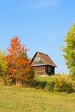 Einzelnes Haus mit Bäumen Lizenzfreie Stockfotos