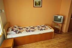 Einzelnes Hotelzimmer Stockfoto