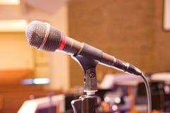 Einzelnes Mikrofon Stockfotos