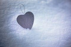 Einzelnes silbernes Herz Stockbild