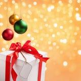 Einzelnes Weihnachtsmuster mit Marke und Verzierungen Stockfoto