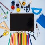 Einzelteile für Schule und Tablette Stockfotos