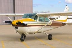 Einzeltriebwerk-Flugzeug Stockbild