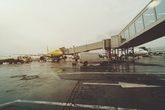 Einziehbare Leiter in Domodedovo-Flughafen von Moskau Lizenzfreies Stockfoto
