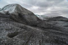 Einzigartige Glazial- Landschaft, die über der Spitze von Glazial- Zunge Flaajokull in Island schaut Stockfotografie