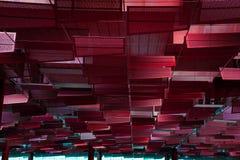Einzigartige rote Dacharchitektur zuhause Stockfotos