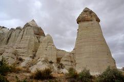 Einzigartige Säulen des vulkanischen Felsens, ` feenhaftes Kamin ` im Liebes-Tal, die Türkei Lizenzfreies Stockfoto