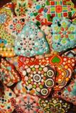 Einzigartige selbst gemachte bunte Weihnachtsplätzchen Sammlung, Lebkuchen in Form der Glocke Stockfoto