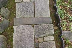 Einzigartiger Steinweg, japanischer Garten Lizenzfreies Stockfoto