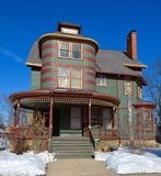 Einzigartiges grünes Haus Stockfotos