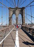 Einzigartiges Schattenbild der Brooklyn-Br?cke New York City stockfotos
