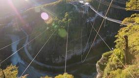 Einzigartiges SKYPARK AJ Hackett Sochi, Ahshtyrskaya-Schlucht im Mzymta River Valley stock video footage