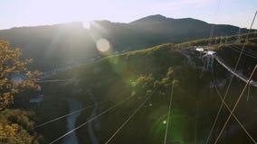 Einzigartiges SKYPARK AJ Hackett Sochi, Ahshtyrskaya-Schlucht im Mzymta River Valley stock footage