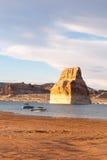 Einziger Felsen am See Powell lizenzfreies stockfoto