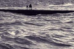 Einziger Fischer auf Pier lizenzfreie stockfotografie