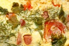 Eiomelet met tomaten stock foto