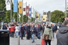 Eire kvadrerar, Galway, Irland Juni 2017, turnerar gruppen som startar en tou Royaltyfria Foton
