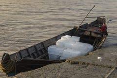 Eis auf dem Boot Stockbilder