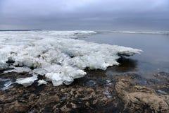 Eis auf dem Finnischen Meerbusen stockfotos