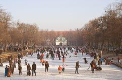 Eis auf dem Nymphenburg Palast-Kanal Lizenzfreie Stockfotografie