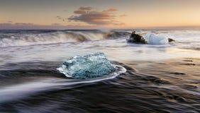 Eis auf dem Strand Stockbild