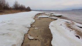 Eis auf der Beatch-Fluss-Bewegung stock video footage