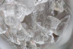 Eis auf einer Glasbeschaffenheit im Detail Stockfotografie