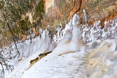Eis auf Sandstein Stockfotos
