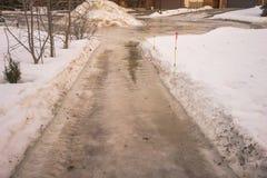 Eis bedeckte Bürgersteig lizenzfreie stockbilder