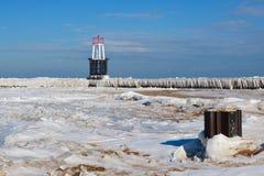 Eis bedeckte Wellenbrecher Stockbild