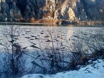 Eis bei der Donau in Djerdap-Schlucht Lizenzfreies Stockbild