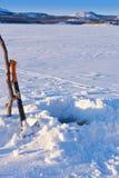 Eis-Fischen Loch Lizenzfreie Stockfotografie