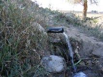 Eis-flüssige natürliche Brunnen- und Frühlingsbilder Stockbild