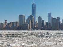 Eis fließt entlang Hudson River Stockbild