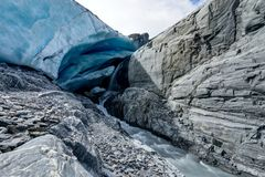 Eis-Höhle an Worthington-Gletscher in Alaska Vereinigte Staaten von Ameri Lizenzfreie Stockfotos