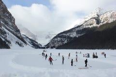 Eis-Hockey auf Lake Louise Lizenzfreie Stockfotos