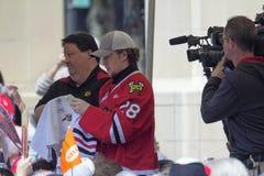 Eis-Hockey-Spieler-unterzeichnende Autogramme Portlands Winterhawks Stockbild