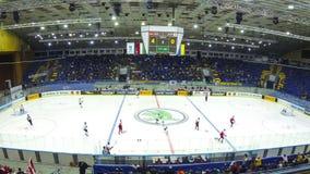 Eis-Hockeyspiel am Palast des Sports in Kyiv stock footage