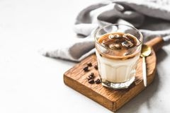 Eis-Kaffee Latte im Glas lizenzfreies stockfoto