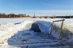 Eis-Loch in den Offenbarungsfrösten Lizenzfreies Stockbild