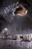 Eis-Loch in der Grotte Stockfotografie