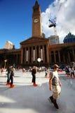 Eis-Schlittschuhläufer am Brisbane-Winter-Festival Lizenzfreie Stockbilder