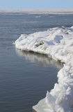 Eis-/Schneehaufen im Meer Stockbild