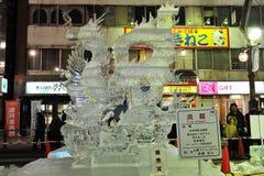 Eis-Skulptur eines Drachen Stockfotografie