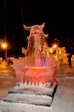 Eis-Skulptur eines Drachen stockfoto