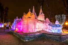 Eis-Skulptur eines Drachen Terem Märchen von Pushkin lizenzfreie stockbilder